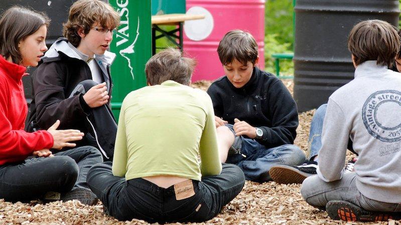 Durant l'atelier, les adolescents sont invités à échanger sur des sujets qui les préoccupent.