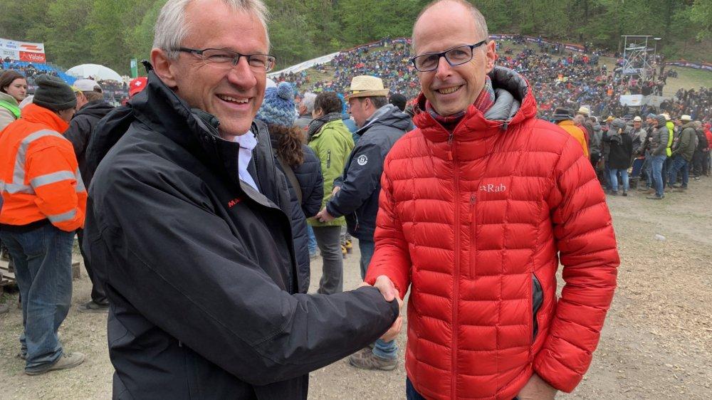 Rencontre de politiciens autour de l'arène de Pra Bardy. Le conseiller national Benjamin Roduit salue le député Benoît Bender.