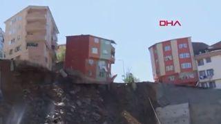 Turquie: un immeuble de quatre étages s'effondre devant les caméras