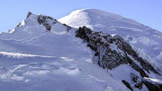 Chamonix: un avion suisse se pose au pied du sommet du Mont-Blanc, la police et les autorités s'offusquent