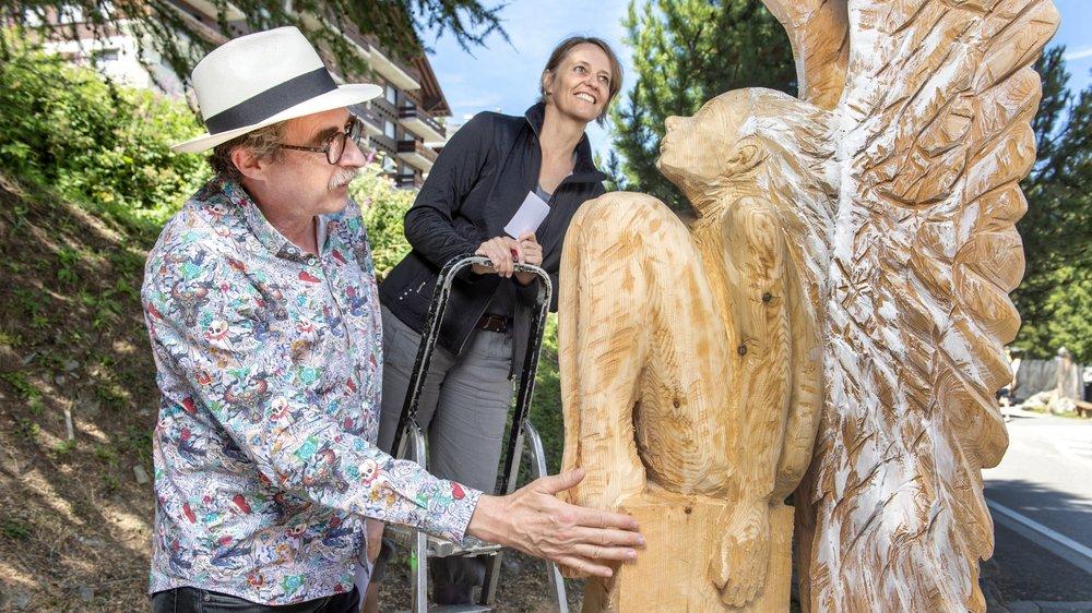 Daniel Rausis et Chantal Bournissen prennent leur mission de juré du symposium de sculpture sur bois très à coeur.