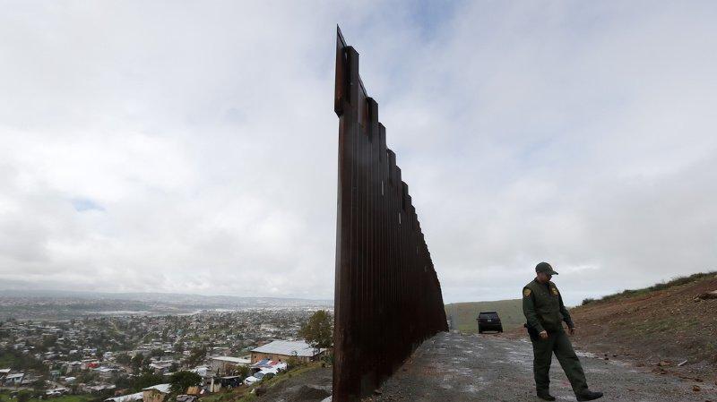 Etats-Unis: Trump pourra utiliser l'argent de l'armée pour construire son mur
