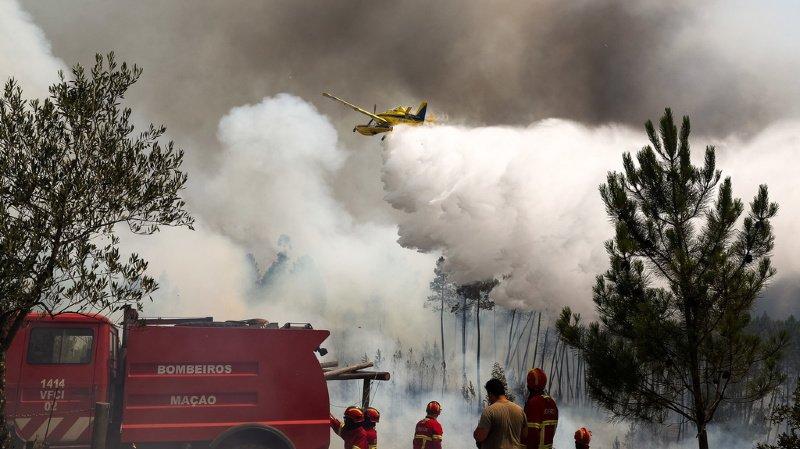 La protection civile mobilisait à 21h00 (22h00 en Suisse) plus de 1700 pompiers et 500 véhicules contre les incendies.