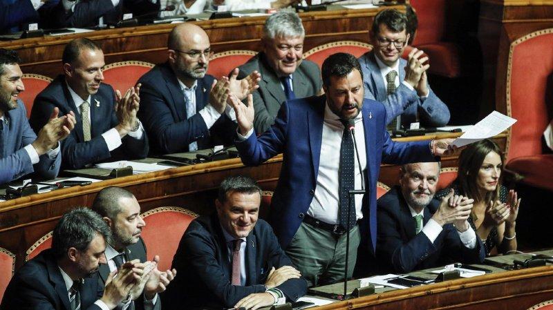 Tous les sénateurs ont été convoqués d'urgence par la présidente du Sénat Elisabetta Casellat.
