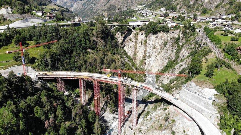 Stalden: un pont impressionnant pour contourner le village