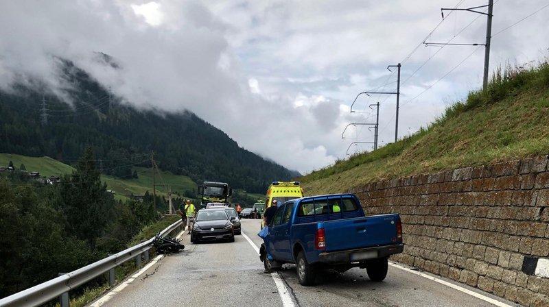 Un motocycliste a été grièvement blessé dans la vallée de Conches suite à une collision frontale.