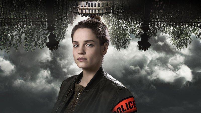"""Dans """"A l'intérieur"""", Noémie Schmidt joue une jeune enquêtrice qui se voit confier sa première mission."""