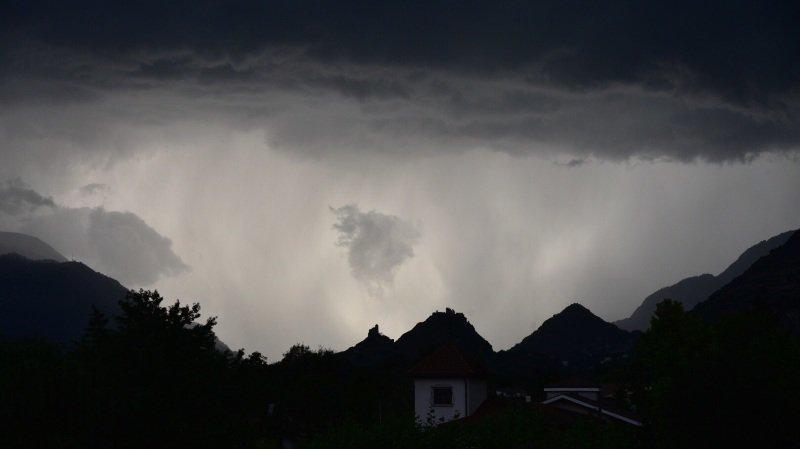 Les orages qui se sont abattus sur le Valais dimanche soir ont causé des dégâts.