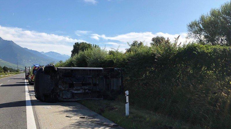 Le véhicule s'est retrouvé sur le flanc au cours d'une manœuvre de dépassement.