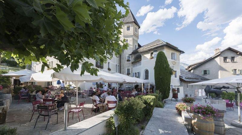 Le Château de Villa propose plus de 750 crus et spiritueux du Valais.