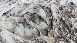 Glacier du Rhône: nouvelle bâche pour sauver quelques mètres
