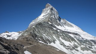 La route et la voie ferrée ont été coupées pendant plusieurs heures entre Zermatt et Viège