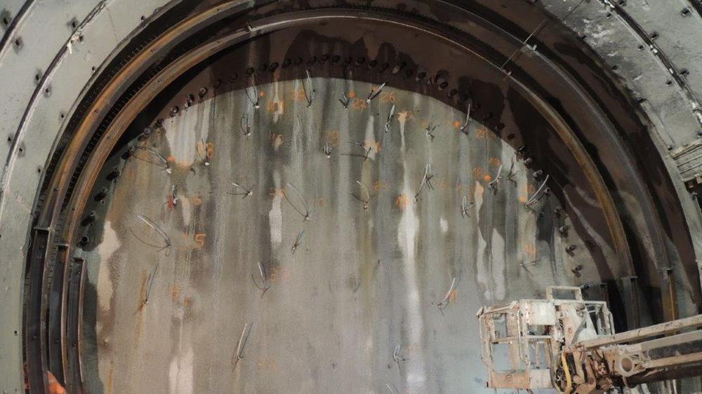 En parallèle au lancement de la transformation du tunnel du Vispertal, le percement du tunnel de Riedberg (notre photo) avance.