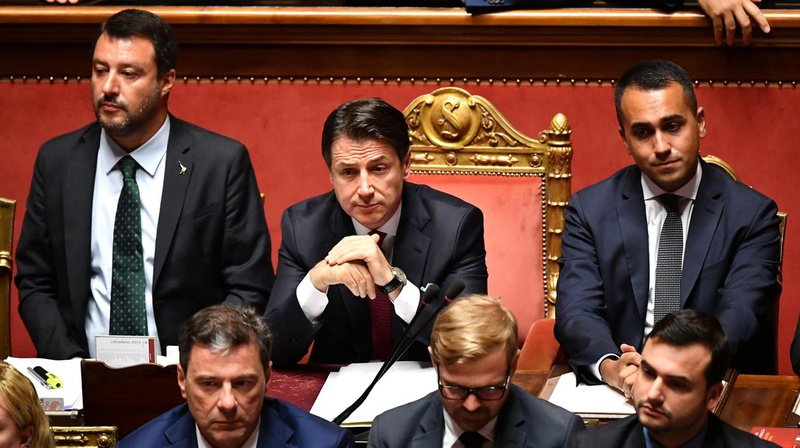Beaucoup d'observateurs estiment que le premier ministre (au centre) sort grandi de la crise.