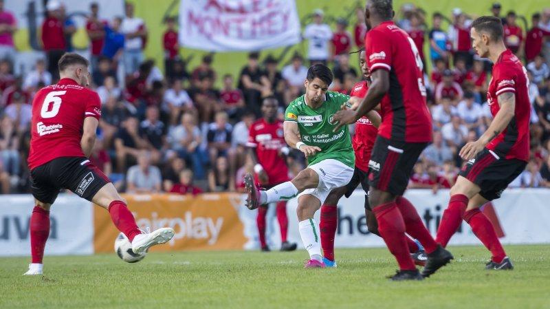 Victor Ruiz Abril, au milieu de la défense montheysanne, parvient à ouvrir la marque pour Saint-Gall.