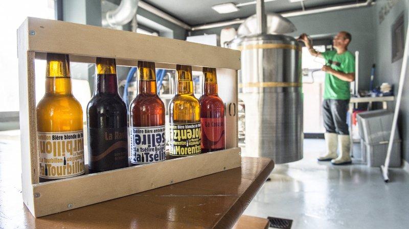 La balade met en vitrine les bières de brasseries artisanales.