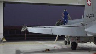 La police aérienne effectue une démonstration de décollage en alerte