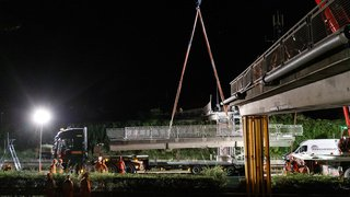 Vevey-Montreux: la passerelle qui menaçait l'A9 a été détruite