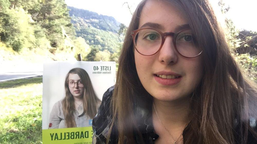 Elle n'ose pas dire «votez pour moi», mais Elodie Darbellay se donne à voir avec beaucoup, beaucoup d'affiches.