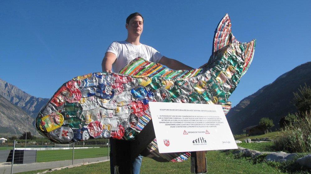 Julien Loutz a réalisé cette sculpture en déchets pour sensibiliser la population au problème du littering.