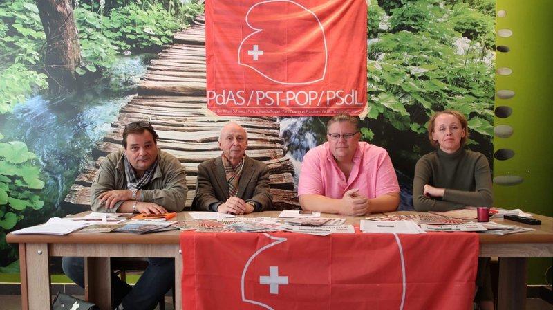Frédéric Nouchi, Jean-Marie Meilland, Christophe Grand (secrétaire du Parti suisse du travail) et Alexandra Gay lors de la présentation du POP Valais.