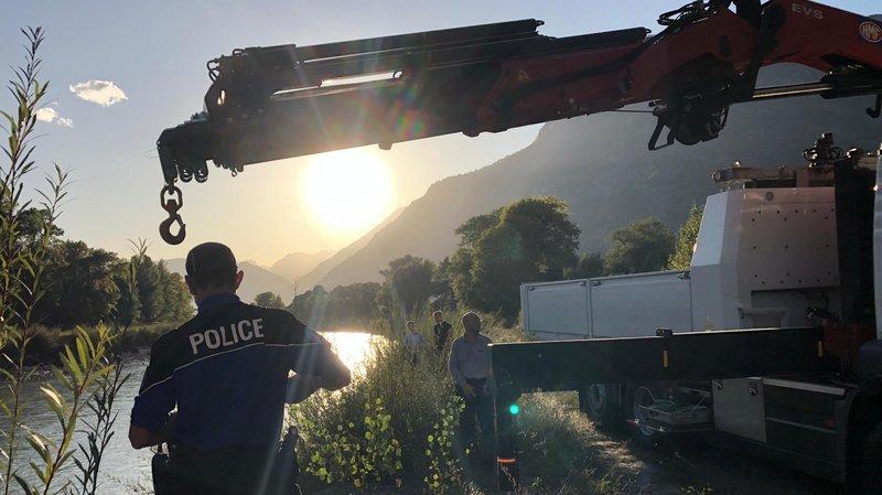 L'épave d'un véhicule a été ressortie du Rhône à la hauteur de Leytron.