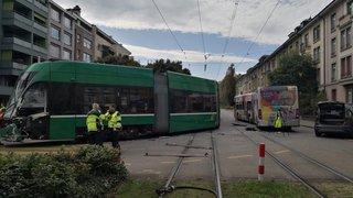Collision entre un tram  et un bus: dix-sept blessés