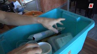 Les astuces de la famille Moret pour économiser les sacs taxés face au défi du plastique