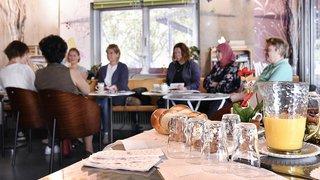 Sierre: les femmes discutent emploi autour d'un café