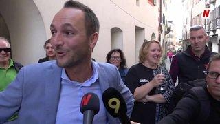 Fédérales 2019: l'émotion de Mathias Reynard à son arrivée au stamm de parti à Sion et sa réaction à son score canon au Conseil des États