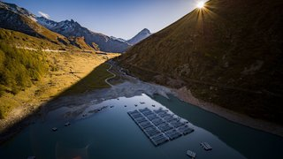 Première mondiale: un parc solaire flottant à Bourg-Saint-Pierre