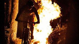 Verbier: Ludo May et son VTT jouent avec le feu dans une nouvelle vidéo