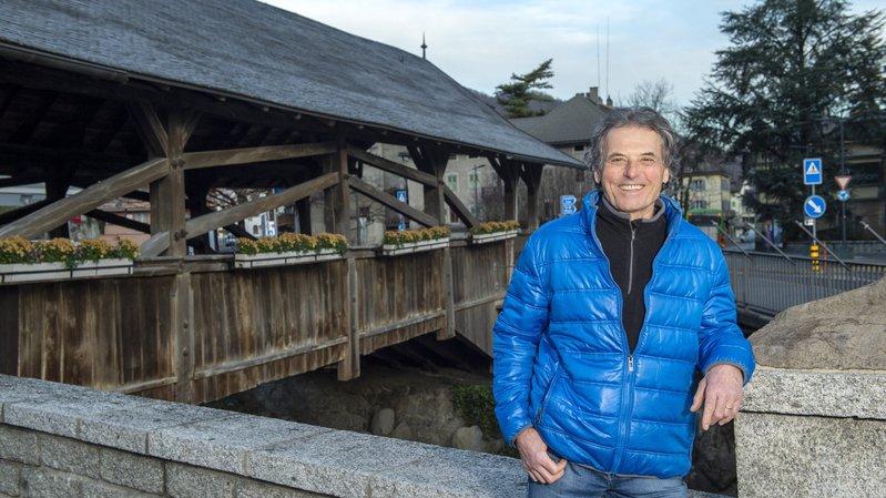 Guide du patrimoine, Armand Favre aime commencer ses visites au Vieux Pont, emblème de la ville.
