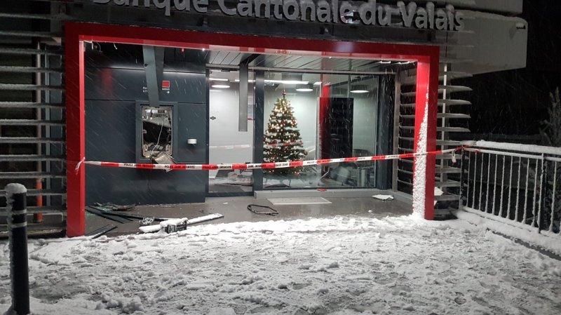 Trois individus font sauter un bancomat à Leytron pour 2390 francs et quelques euros