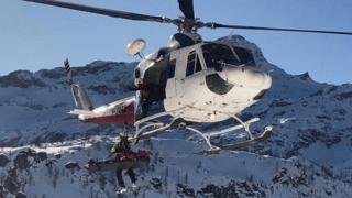 Val d'Aoste: un freerider fait une chute de 40 mètres, la neige le sauve