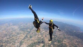Parachutisme: 42 secondes, le temps du bonheur et des figures libres ou imposées en chute libre